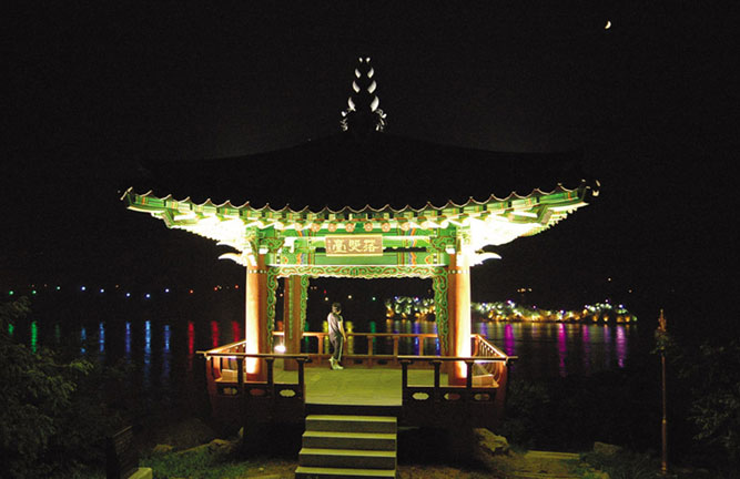 Night View of Yudal Recreation Area in Daeban-dong